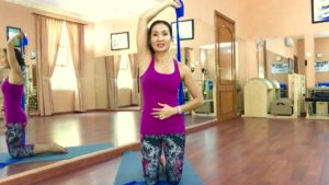 Tone The Triceps, Get Rid of Jiggly Arms, With This Simple Flex-Band Exercise